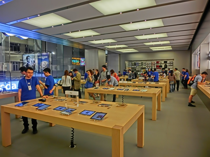 HK_CWB_Hysan_Place_mall_shop_Apple_Store_interior_Mar-2013